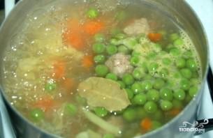 Суп с фрикадельками и горошком - фото шаг 3