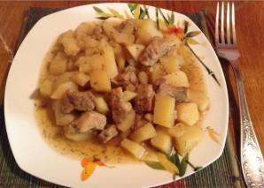 Картофель тушеный со свининой в мультиварке - фото шаг 4