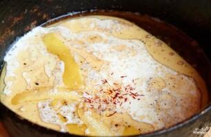 Курица в молоке с шафраном и лимонной цедрой - фото шаг 4