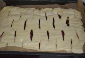 Брусничный пирог из дрожжевого теста - фото шаг 3