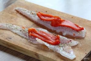 Рыбные рулетики, запеченные с овощами - фото шаг 7