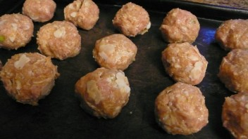 Фрикадельки из индейки в сливочном соусе - фото шаг 4