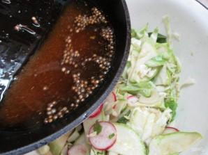 Салат по-корейски из капусты с редисом и кабачком  - фото шаг 9