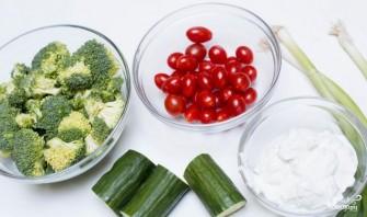 Салат из брокколи и овощей - фото шаг 1
