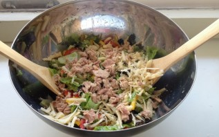 Диетический салат с тунцом - фото шаг 2