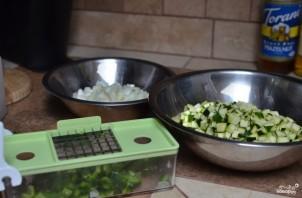 Теплый салат с цукини - фото шаг 1