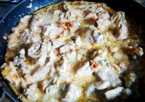 Курица в молочно-чесночном соусе на сковороде - фото шаг 6