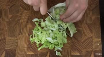 Хрустящий салат с мивиной - фото шаг 1