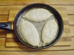 Пирожки с капустой и грибами жареные - фото шаг 13