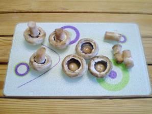 Грибы фаршированные в духовке - фото шаг 2