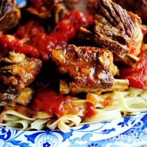 Рёбрышки в томатном соусе - фото шаг 16