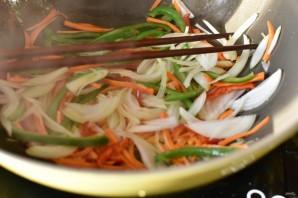 Стир-фрай из вешенок с морковью и овощами - фото шаг 7