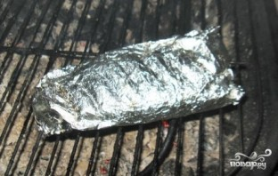 Скумбрия в фольге на углях - фото шаг 5