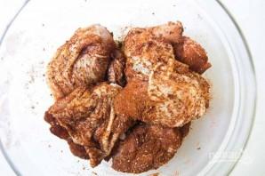 Куриные бедра с паприкой и нутом - фото шаг 1