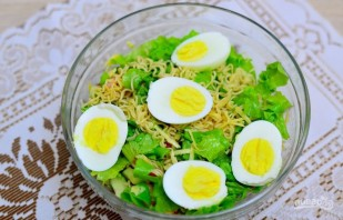 Салат с креветками без майонеза - фото шаг 7