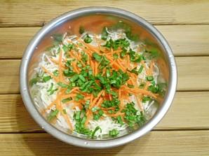 Диетический салат из капусты - фото шаг 4