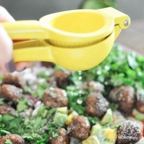 Салат с фрикадельками - фото шаг 5