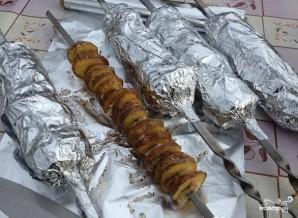 Картофель в фольге на углях - фото шаг 6
