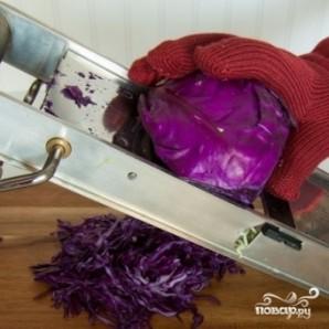 Салат из двух видов капусты и огурцов - фото шаг 3