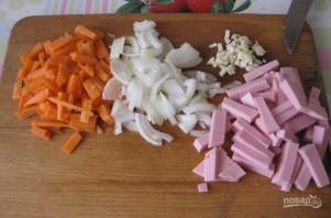 Макароны с колбасой и томатным соусом - фото шаг 2