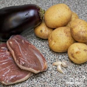 Тушенная утка с баклажанами и картофелем - фото шаг 1