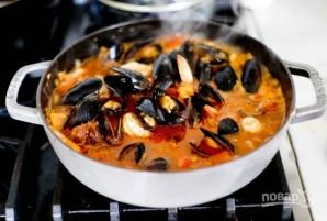 Жаркое с рыбой и морепродуктами в томатном соусе - фото шаг 3