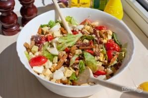 Салат с колбасой и сухариками - фото шаг 5