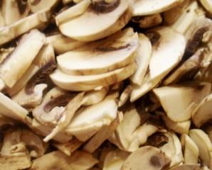 Суп с грибами и фасолью   - фото шаг 6