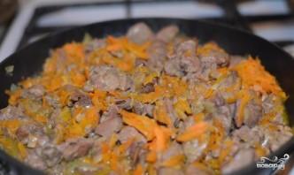 Куриная печень, тушенная с луком и морковью - фото шаг 5