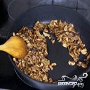 Макароны-гнезда с грибным соусом - фото шаг 2