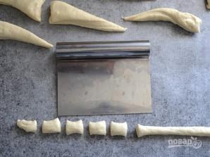 Брецель с чесноком и сыром - фото шаг 4