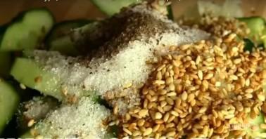 Легкий весенний салат с огурцами - фото шаг 4