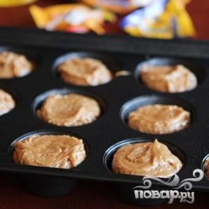 Кексы с шоколадной начинкой и кремом - фото шаг 4