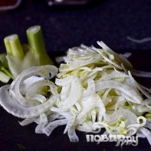 Салат с фасолью, луком и миндалем - фото шаг 2