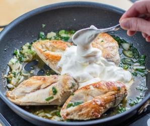 Тушеная курица в сметанном соусе - фото шаг 6