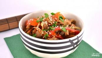 Теплый салат со свининой и овощами - фото шаг 6