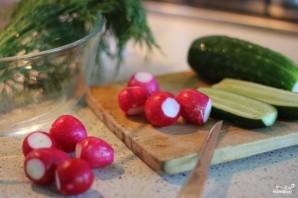 Сытный салат с редисом и ореховым соусом - фото шаг 1