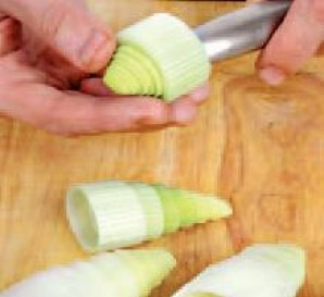 Кулёчки из лука-порея с морепродуктами - фото шаг 1