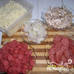 Домашняя пицца с колбасой - фото шаг 12