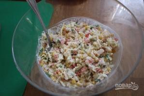 Салат из крабовых палочек с кукурузой - фото шаг 4