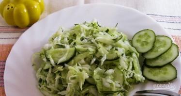 Салат из свежей капусты с огурцами - фото шаг 4