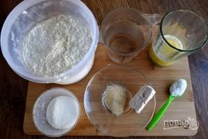 Хлебные палочки с чесноком - фото шаг 1