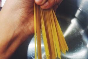 Спагетти с петрушкой - фото шаг 1