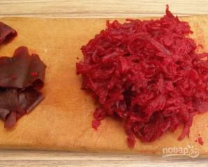 Салат с вареной свеклой - фото шаг 2