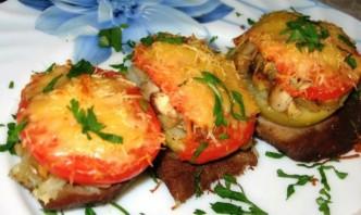 Свинина, запеченная с грибами помидорами и сыром - фото шаг 7