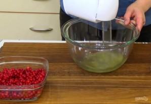 Пирог с безе и красной смородиной - фото шаг 4