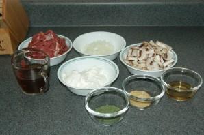 Бефстроганов с грибами и луком - фото шаг 1