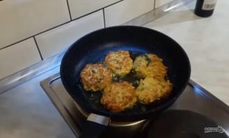 Котлеты из кабачков с сыром и зеленью - фото шаг 3
