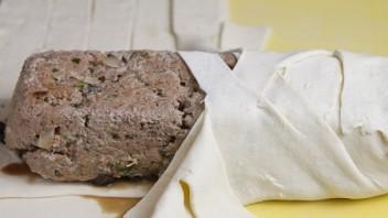 Мясо, запеченное в тесте - фото шаг 8