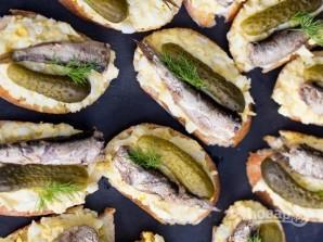 Бутерброды со шпротами и соленым огурцом - фото шаг 4